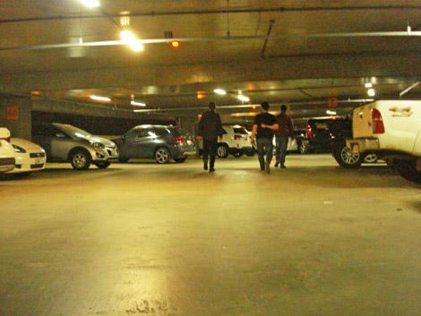 Equipe Banjopress no estacionamento, perdidaça na cata de onde deixou o carro.