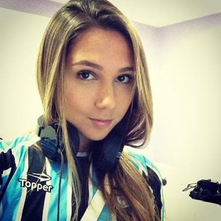 Carolina (filha do Renato)
