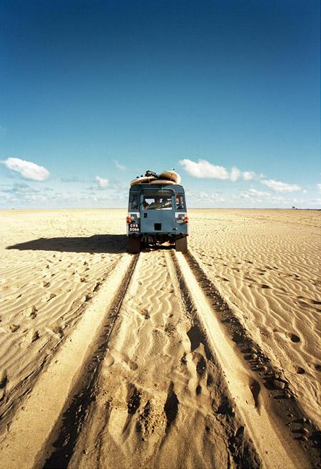 car_desert1