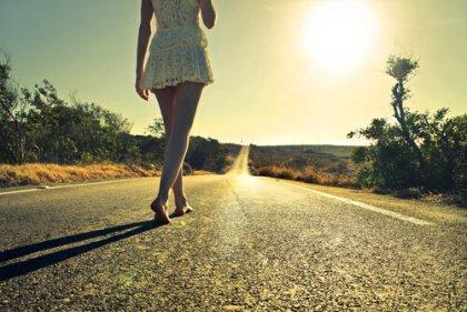 mulher_estrada