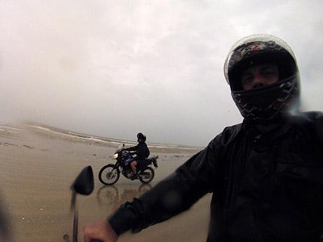 Tipo uns 16 km de caminho na beira da praia até a saída para Mostardas